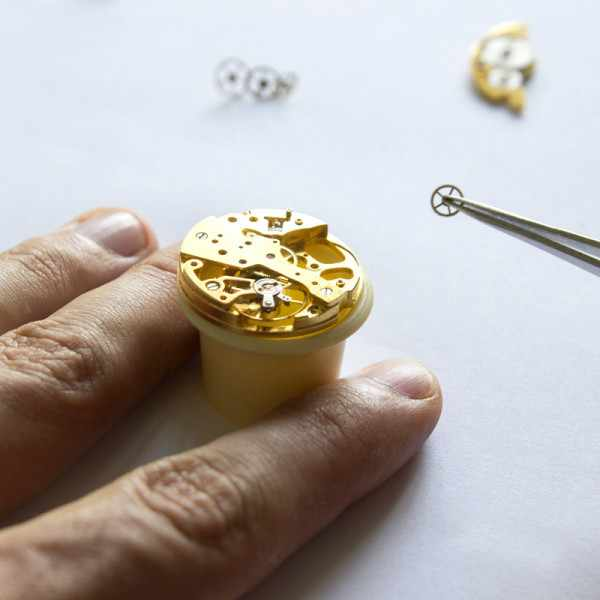 ZENO-WATCH BASEL, Bauhaus Vintage, Handaufzug Uhr mit altem Uhrwerk_11848