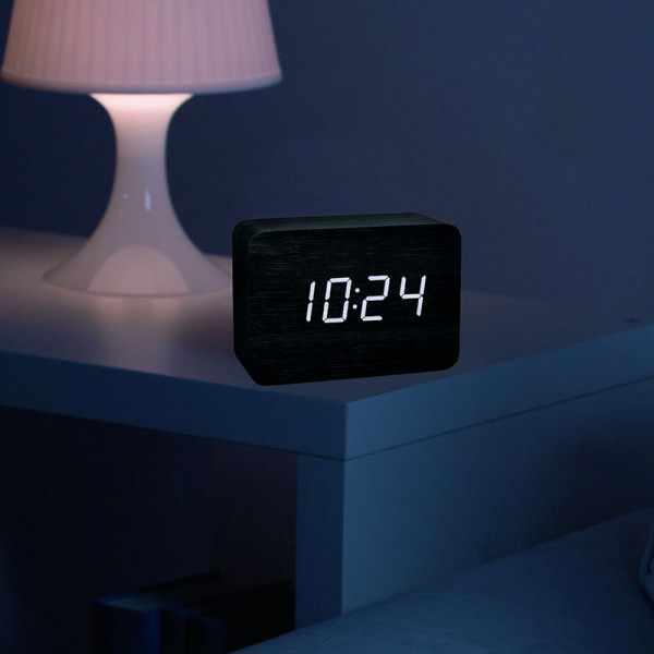 TFA Clocco Design Funk-Wecker Thermometer, Kalender in Holz-Optik_21081