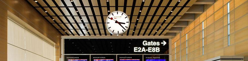 Horloges murales radio-piloté et quartz dans la conception des horloges de la gare