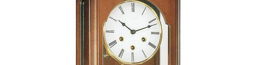Horloges murales mécaniques avec aiguilles