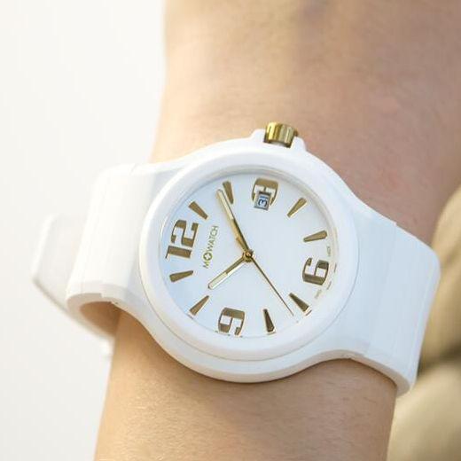 Weisse M-Watch Uhren